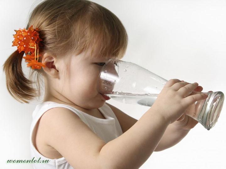 Полезные привычки: зачем пить воду