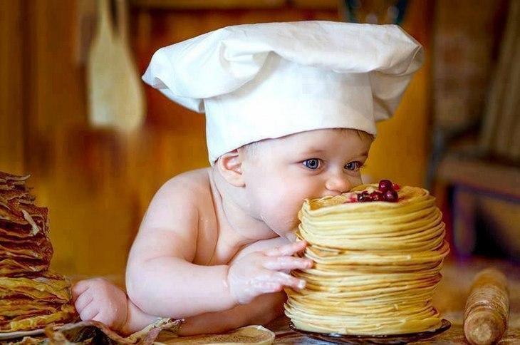 Как научить ребенка твердой пище