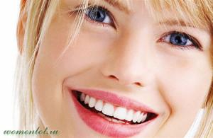 Красивая улыбка женщины