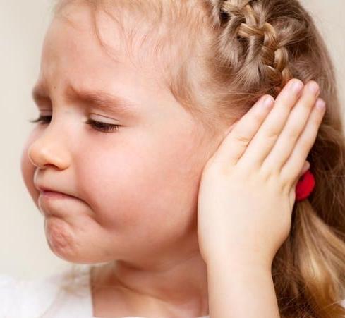 Болит ушко ребенка